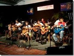 Estudiantes de la escuela de música Paco Cutumay